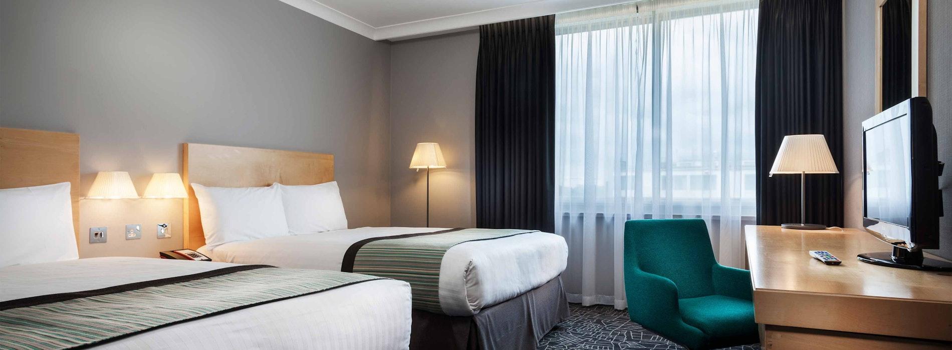 Radisson Hotel Heathrow near LEGOLAND® Windsor Resort