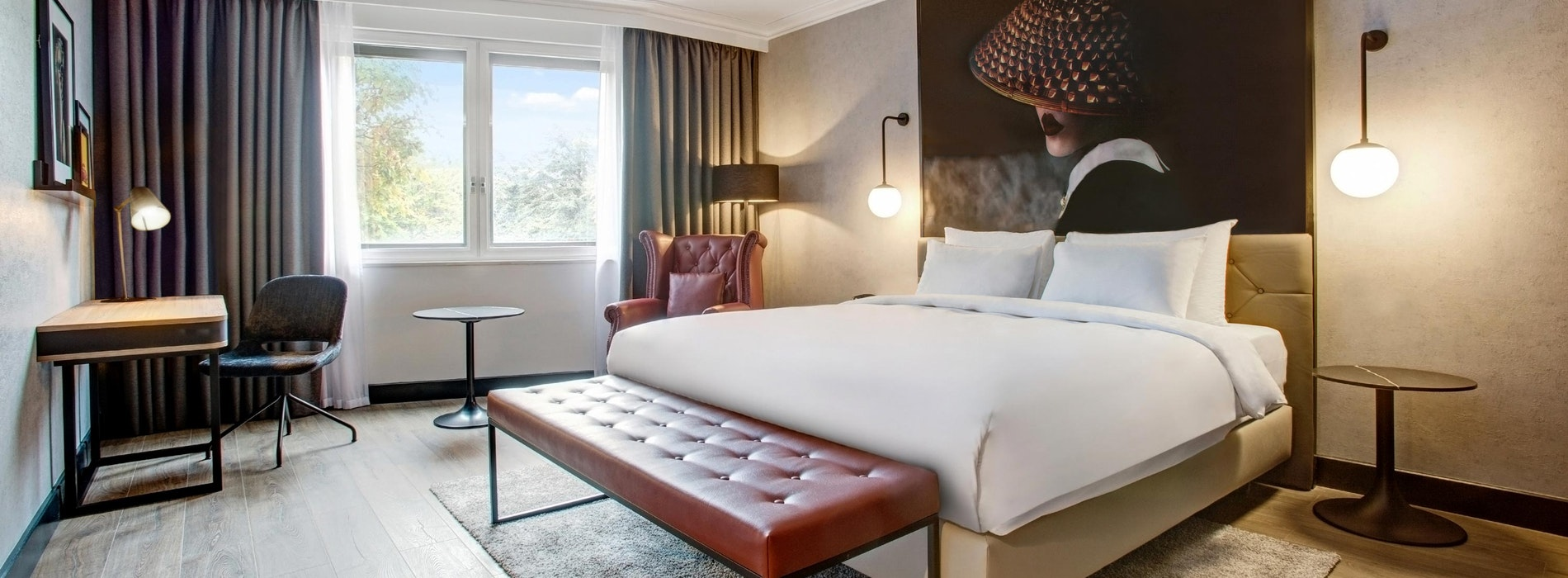 Radisson RED Heathrow near LEGOLAND® Windsor Resort