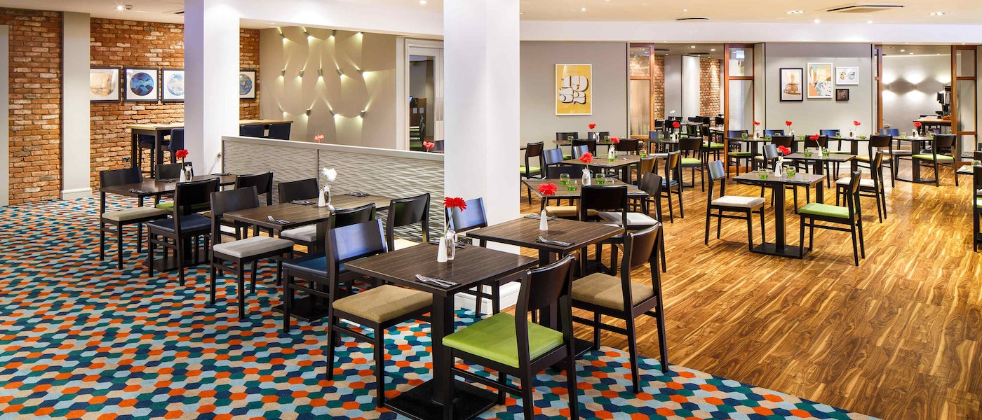 Restaurant at the Holiday Inn M4 J4 Hotel